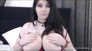 MILF AnneBreathtaking Huge Tits Flashing