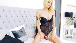 BritneyHudson i cant stop starring at your shows - you are the best in the whole world
